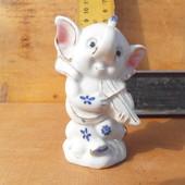 Слон ангел со скрипкой.Фарфор фаянс.