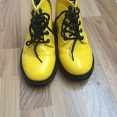 Демісезонні ботінки жовтого кольору