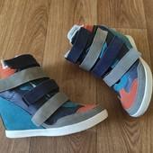 Красивые стильные сникерсы ботинки из натурального замша 40р ( стелька - 25,5 см)