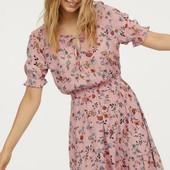 Стильное платье H&M с цветочным принтом.