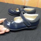 Кожаные туфли Clarks состояние очень хорошее при ходьбе светятся