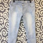 Укорочённые в цветочный принт джинсики slim fit Charies Vogele для пышненьких модниц . В идеале .