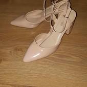 Красивые стильные туфли р.37