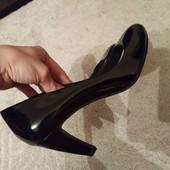 Туфлі лодочки лакові.Made in Italy