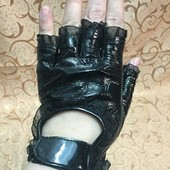 Красивые перчатки без пальцев, натуральная лаковая кожа
