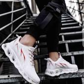 Легкие очень  крутые кроссовки  с амортизирующей подошвой