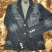 Красивый джинсовый пиджак указан р.40/L смотрите замеры