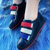 Удобнейшие - качественные кроссовки на трех липучках. Качество.
