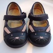 Туфельки кошечки Clarks натуральная кожа, стелька 13 см
