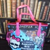 Яркая вместительная сумка Школа Монстров