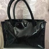 Яркая, красивая лаковая сумка из отличной эко кожи.