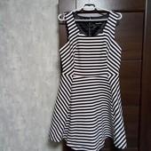 Фирменное красивое трикотажное платье р.14-16 в хорошем состоянии.