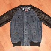 очень классная и стильная курточка на мальчика(смотрите фото и описание)