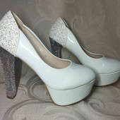 бомбезные Мега эффектные туфли . 24 см