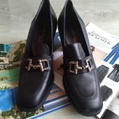 Черные кожаные закрытые туфли