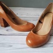 классные и удобные туфли, кожа!! очень хорошее состояние. Индия