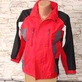 красивая спортивная курточка, в хорошем состоянии! подкладка мембрана,внизу нет кнопки