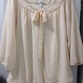 Фирменная и нарядная блузочка на подкладе на резинке, размера, 1Х (54). Состояние очень хорошее.