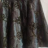 Шикарная юбка,расшитая лентами с трикотажным поясом Италия