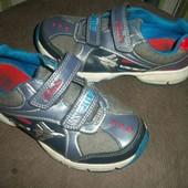 легкі кросовки clarks світяться при ходьбі