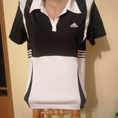 Спортивна жіноча футболка.