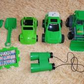 Зелёный лот игрушек