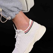 Стильные женские кроссовки