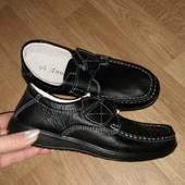 Новые кожаные качественные мягкие туфли, широкая ножка 39р 25см