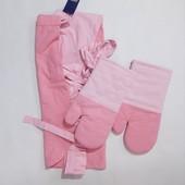 Красивый набор фартушок и две перчатки - прихватки Meradiso