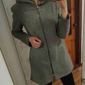 Крутое пальто с капюшоном.