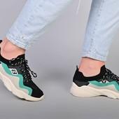 Женские кроссовки, стильные, легкие.