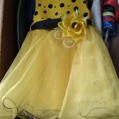 Платье на девочку от 2 до 4 лет. Состояние новое одето 1 раз на утреник!