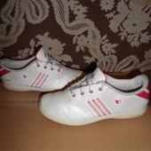 Adidas кожаные кроссовки.р.р.34.стелька 22 см.в хорошем состоянии.Оригинал!