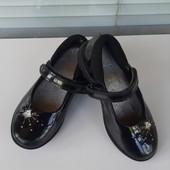 Фирменный лаковые туфельки Clarks стелька 17,2-17,5 см