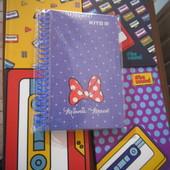 Любой блокнот Кite на выбор(один).Большой формат,как тетрадь,80 стр.Картонная обложка,качество-супер