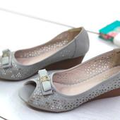 Удобные туфельки с открытым пальчиком