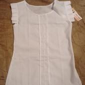 Нарядная белая блузка для школьницы.