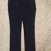 Чудові дорогі джинси з вишивкою.