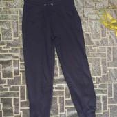 черные спортивные штаны