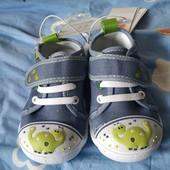 Ботинки для малышей размер 22.