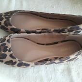 Новые легкие туфли р 37, стопа 24 см.