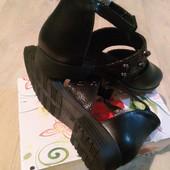 Туфли на девочку, новые. 32рр, эко кожа