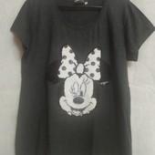 Классная футболка с Минни-Маус,расшитая пайетками перевертышами.