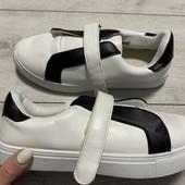 Отличные кроссовки VRS 37 размер стелька 23 см.