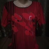 *Много лотов!!!!!* Батал! р. XL Красивая яркая стрейчевая футболочка в отличном состоянии!