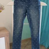 Стильные джинсы скинни в горох