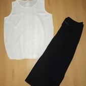 Классические брюки и белая блуза.