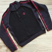 Шикарный фирменный свитер мальчику . 152. Состояние отличное. Без запаха! Сотни лотов.