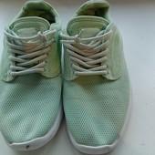 Классные женские легкие кросовки,состояние хорошое смотрите замеры и описание