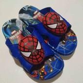 Детские шлепанцы с пищалкой  Человек паук.В лоте 1 пара на выбор.Яркие и удобные.